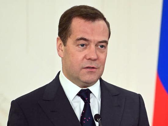 """Дмитрий Медведев: """"Восстановить экономику позволят накопленные резервы"""""""