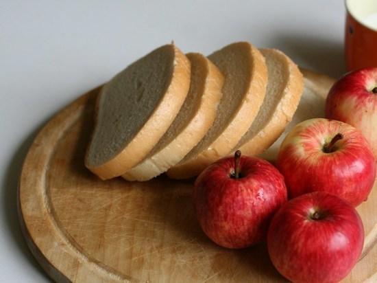 В Ростове оказались самыми дорогими в области пшеничный хлеб, маргарин и яблоки
