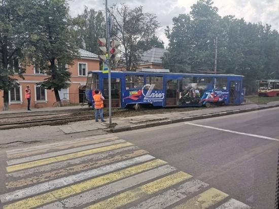 В Туле на Гайдара с рельс сошел трамвай