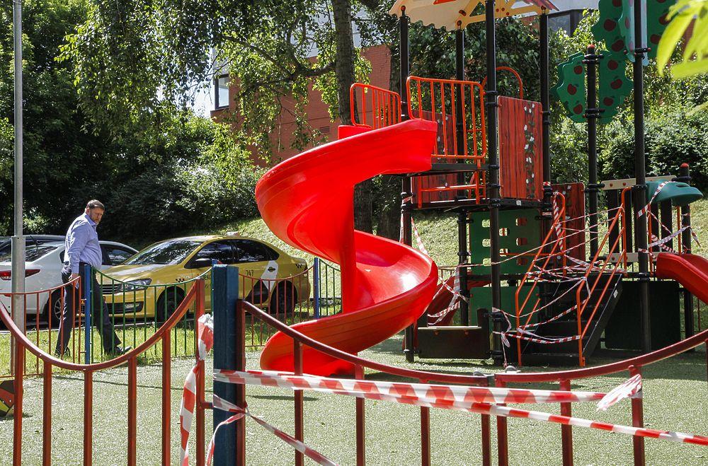 Жители московского района пытаются сменить детские площадки
