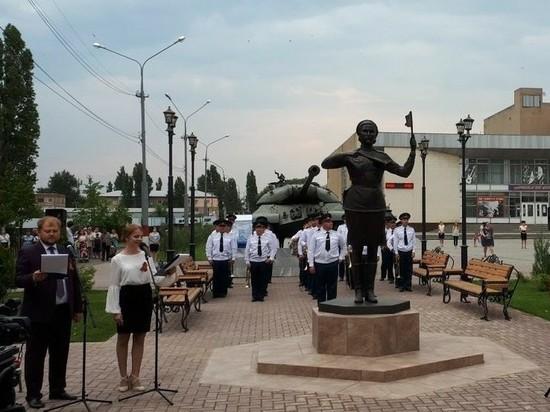 В Марксе открыли памятник знаменитой регулировщице Победы