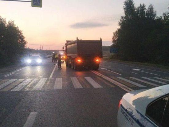 На ночной трассе самосвал задавил 35-летнего жителя Башкирии