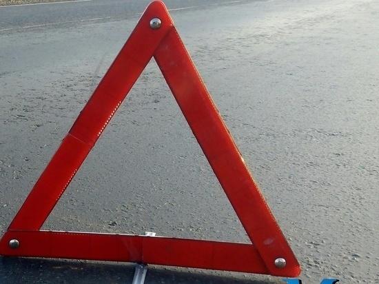 В Оренбурге КАМАЗ врезался в ограждение