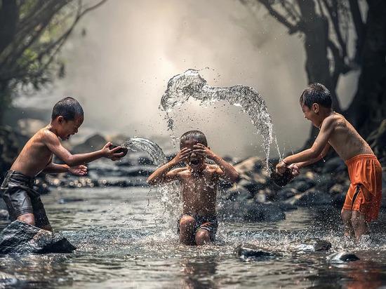 В Надымском районе полицейские ловят купающихся в запрещенных местах детей