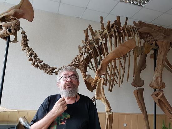 2dd315dd0ca997dc3574f7164f944cb9 - Ученый палеонтологического музея Болотский: кость динозавра сравнима со скрипкой Страдивари
