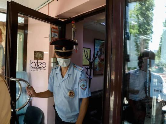 В банке Волжского оштрафовали четырех человек без масок