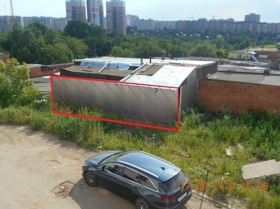 В Чебоксарах от владельца гаража требуют освободить кусок муниципальной земли