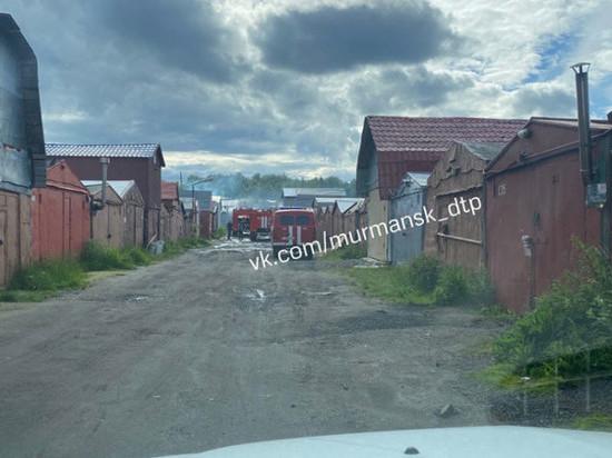 Два гаража горели в Мурманске