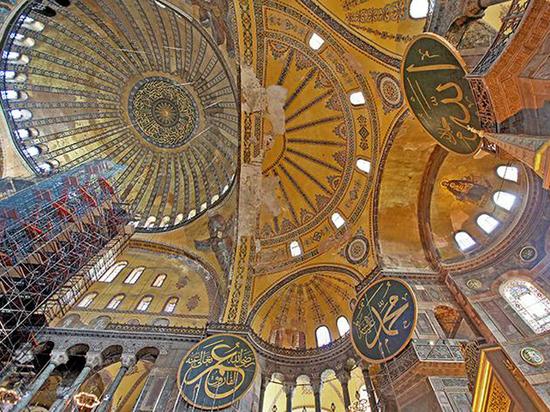 Айя-София будет мечетью: власти пообещали сохранить христианские иконы