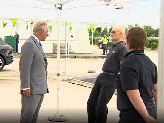 Сотрудник супермаркета грохнулся в обморок при виде принца Чарльза