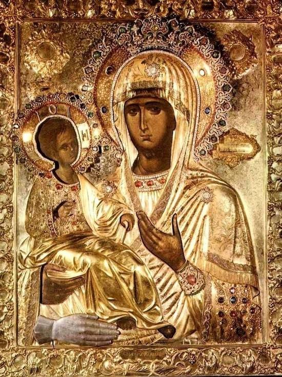 11 июля 2020 (28 июня по старому стилю) православные чтут икону Божией Матери, именуемой Троеручица.