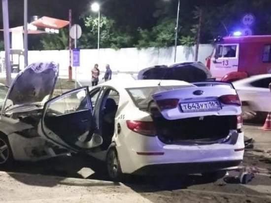 На Дону в ДТП с четырьмя машинами погибла девушка и пострадал водитель