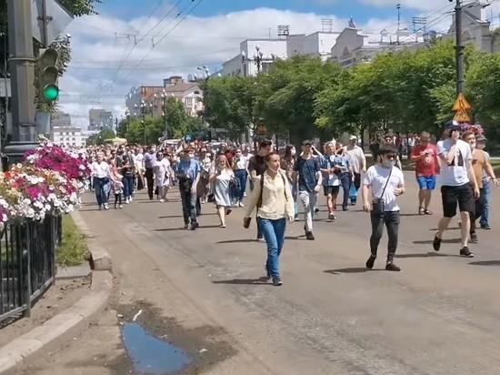 В Хабаровске в субботу проходит несанкционированная массовая акция, участники которой выступают в поддержку арестованного губернатора Сергея Фургала