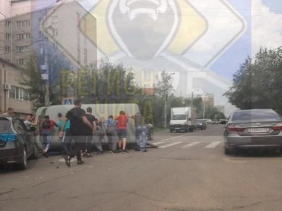 Машина скорой помощи перевернулась после ДТП в центре Читы