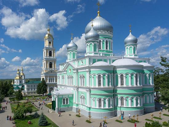 Священник объяснил, почему звёзды шоу-бизнеса стремятся в Серафимо-Дивеевский монастырь