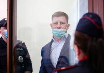 После того, как Басманный суд Москвы арестовал губернатора Хабаровского края на два месяца, в городах региона прошли массовые акции протеста