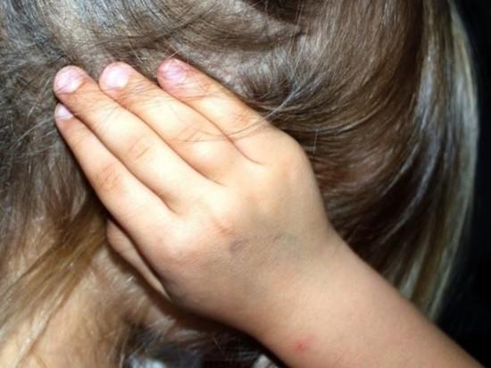 «Девочку-маугли», замученную приемными родителями, выписали из больницы