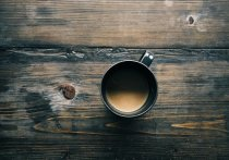 В жаркую погоду необходимо ограничить употребление кофе, чтобы не навредить организму, заявила врач-терапевт, иммунолог, аллерголог Ирина Ярцева