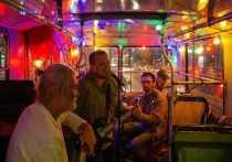 В Калуге музыканты дали концерт прямо в троллейбусе