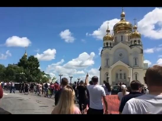 В воскресенье, 12 июля, в Хабаровске проходит вторая подряд несанкционированная акция протеста против уголовного дела губернатора Сергея Фургала