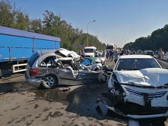 В Ростовской области в массовой аварии погибла женщина, еще семь получили ранения