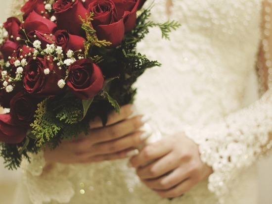 Невеста скончалась на собственной свадьбе, съев несколько конфет