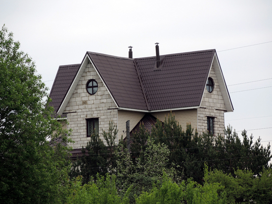 Дом за городом люди не могут себе позволить ни психологически, ни финансово
