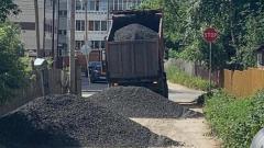 Самосвал подрядной организации завалил улицу в Петрозаводске