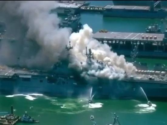 На авианосце ВМС США произошли пожар и взрыв