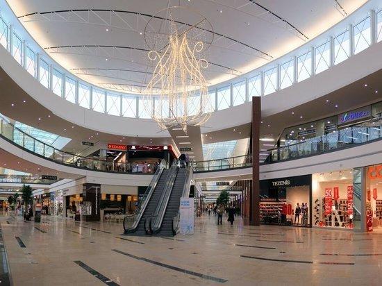 Торговые центры Петербурга будут закрыты еще минимум две недели