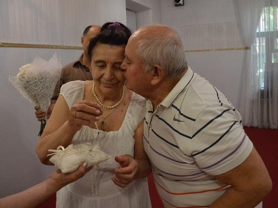В ЗАГСе Ялты «дважды поженили» неразлучных супругов