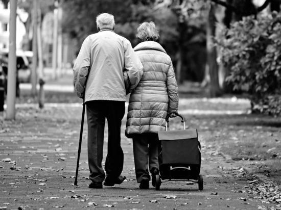 Россиянам будут платить за долгие браки