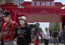 Встретить новую волну коронавируса осенью и зимой готовятся в таких китайских городах как Ухань и Пекин