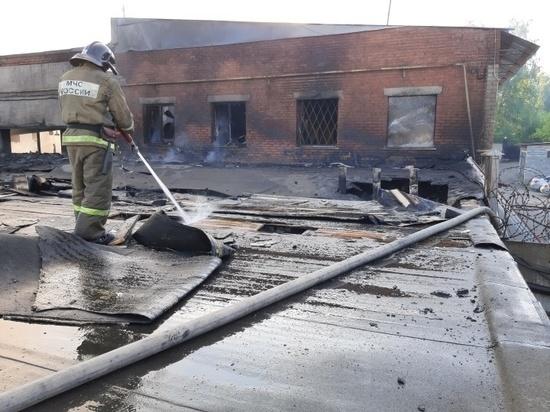 На ликвидацию крупного пожара в Миассе ушла вся ночь