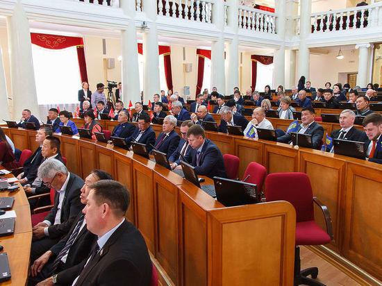 Смотрите, кто пришел: сессия парламента Бурятии разобралась с четырьмя вакансиями