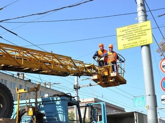 В Челябинске снимают желтые информационные щиты
