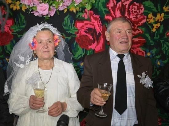 Жителям Хакасии, живущие в долгом браке, могут назначить выплаты