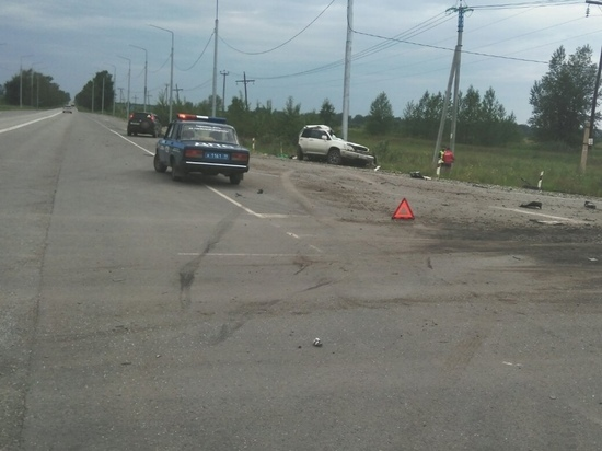В Хакасии столкнулись на трассе легковушка и грузовик с углем: Погиб человек