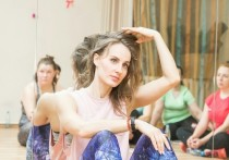 Секс в маленьком городе: бывшая учительница литературы преподает в Барнауле интимную гимнастику