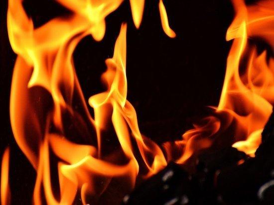 В Петербурге загорелся жилой дом