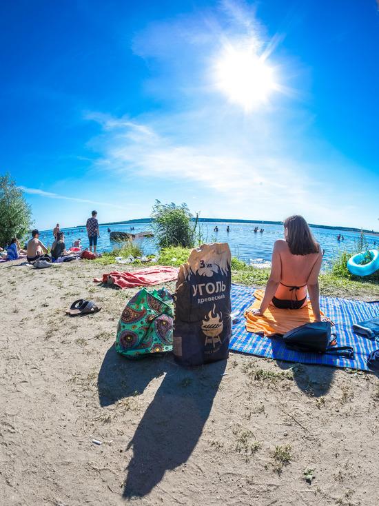Челябинцы заполонили пляжи, спасаясь от жары
