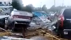 Кадры урагана в Саратовской области: переворачивал машины и остановки