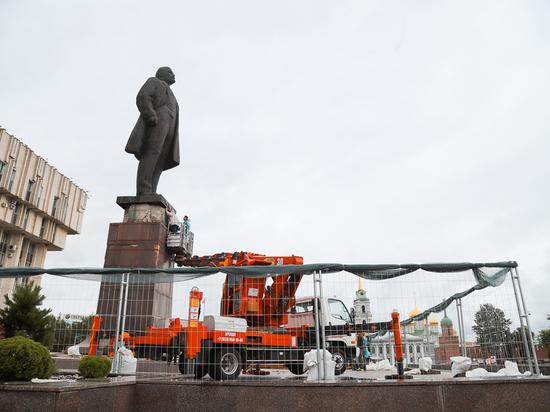 В Туле демонтируют гранитные плиты на памятнике Ленину