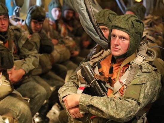 600 военнослужащих десантировалось во время учений под Псковом