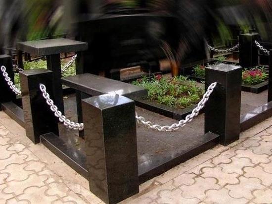 Двое жителей Тверской области воровали цепи ограждений с кладбища