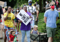 Участники протестной акции в американском Портленде с утра в среду начали разбивать палатки в парке возле федерального здания суда и баррикадировать улицы, образуя собственную «автономную зону», которую сравнивают с той, что возникла недавно у Капитолийского холма в Сиэтле