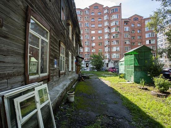 Жуткие условия проживания показали жители деревянных бараков Новосибирска