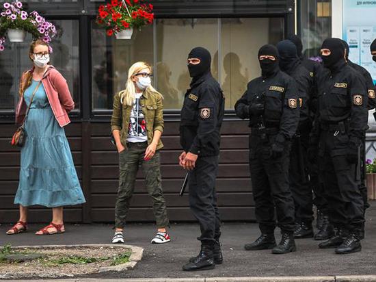 В Минске силой разогнали очередь у здания ЦИК