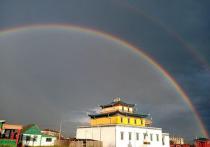 Над Тамчинским дацаном в Бурятии появилась двойная радуга