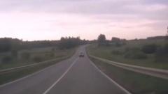 Люди выпадают из окон в вылетевшей в кювет машине на калужской трассе